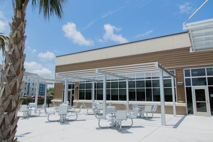 An outdoor patio area at Wilmington Treatment Center
